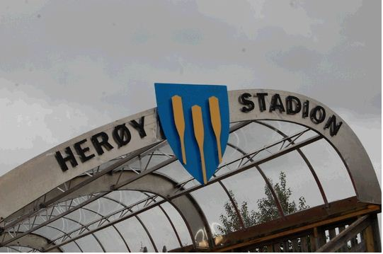 Herøy stadion tribunetak.jpg