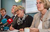 (Illustrasjonsfoto) Byråder i diskusjon med pressen.