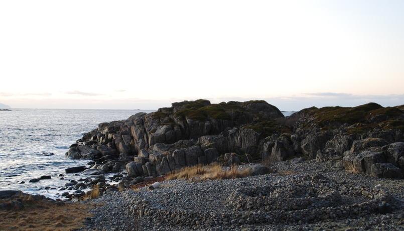 Stein i strandkanten