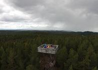 Kristian Götz / Fotointhesky. På toppen av Kjerringhøgda står det som er et branntårn om dagen, men om natta forandrer det seg til et romobservatorium.