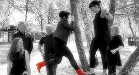 svart+kvitt+gruppe+hopp+splash+raude+st+©vlettar+redigert2