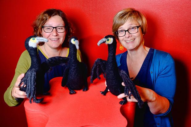 Koselig fredagseventyr med bibliotekarene Marianne A. Eidsvik og Ellen Berg Larsen.