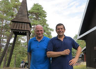 Organisten Jan Ørnulf Melbostad (t.v.) og Per Anders Nordengen har sentrale roller i jubileumsgudstjenesten til ære for Østmarka og skaperverket. Foto: Østmarkas Venner.