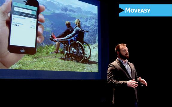 Bilde av Simon Flack som presenterer tilgjengelighetsappen Moveasy