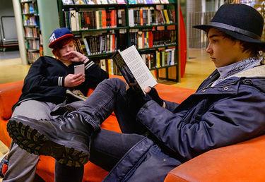 Les all verdens bøker på biblioteket.
