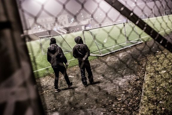 ungdommer på idrettsplass web