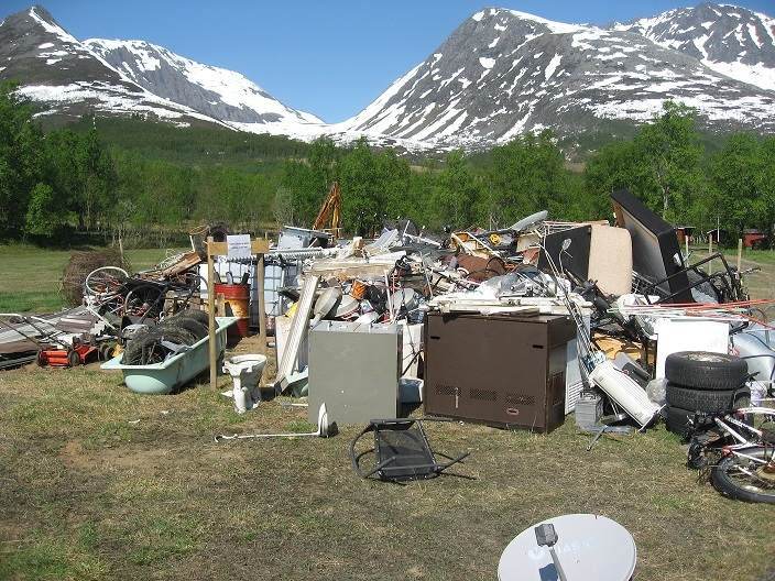 Innsamlingssted for skrot på Lundenes