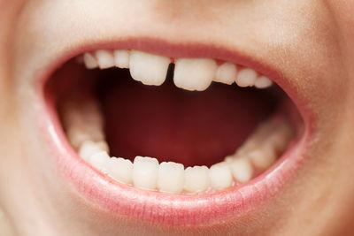 Barnemunn som ler