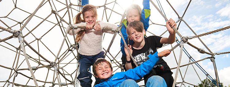 Barn i klatretårn3