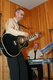 Nils Arne Sjøseth og Tor Magnus Østvik spilte glade toer på festen