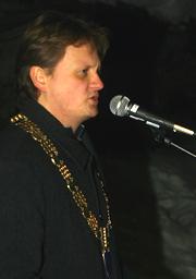 Ordfører Ivar B. Prestbakmo tente julegrana for femte gang som ordfører