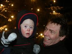 Nikolay Jones og pappa Christopher Jones synes juletregangen var mest artig