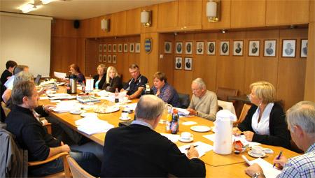 Politikere i formannskapssalen