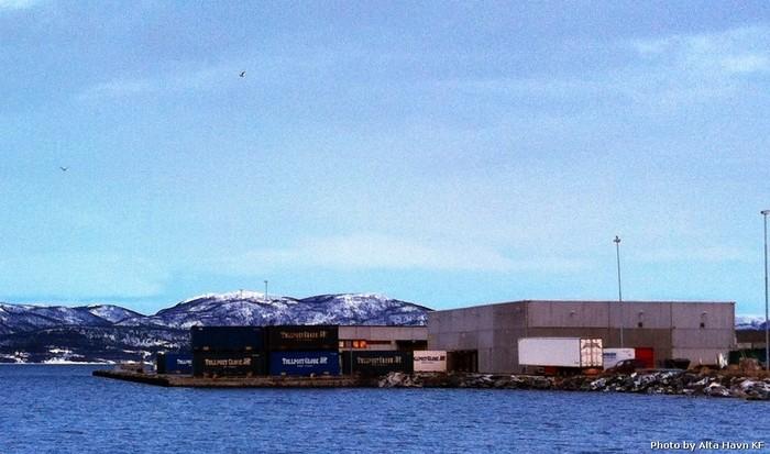 Ekstremt høy vannstand 24.11.2011 ved Havneterminalen i Alta.