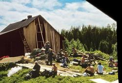 Lamberseterspeiderne restaurerer hovedhuset på Bøvelstad i 1973
