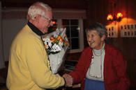 Arne Egil Sagen takker Christine Heftye for et flott foredrag