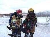 Markør bæres av redningsmannskap AVINOR-øvelse Lakselv 2013