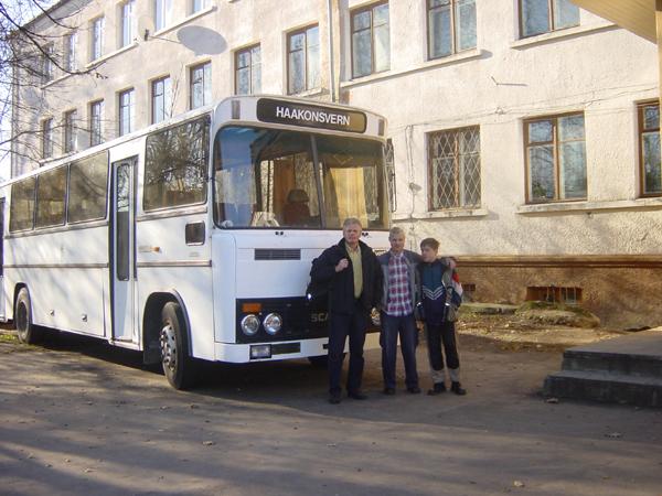 Atle kommer med bussen fra Haakonsvern