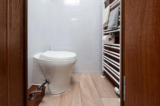 MODELL MED separat toalettrom.