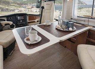 EKSTRA PLATE som gir større bord og plass til flere for måltidet.