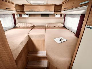 SOVEROMMET er både lyst og trivelig. Med så høye senger har du også bra med plass i garasjen under.