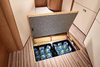 EKSTRA LAGRINGSPLASS i dobbeltgulvet er alltid populært for å få med seg flere saker i bilen.