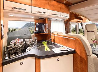 ET NOE smalere kjøkken gir en bedre passasje inn til soverommet bak i C-Tourer Sport.