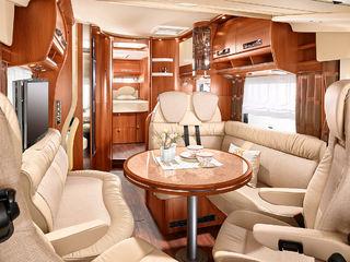 GOD PLASS og en klar luksusfølelse innvendig i denne Chic E-Line 58XL.