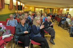 Bare blide fjes å se blant ØVs medlemmer, da de gode nyhetene kom på rekke og rad under høstmøtet. Foto: Bjarne Røsjø.