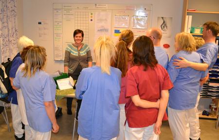 Her ønsker ass.avd.leder Trude L. Moe ansatte velkommen til ukentlig tavlemøte ved avdeling Ervik, Bergsodden sykehjem