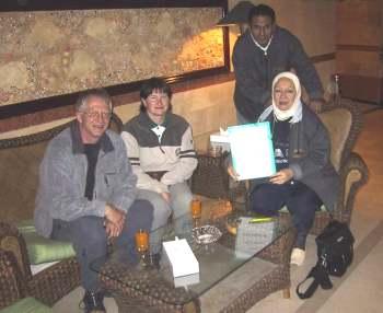 Noura og Mohamed tar i mot oss i Huragadha