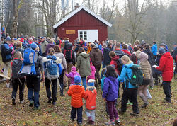 Østmarkas Venner vil ikke ha en bred grusvei gjennom idyllen Dølerud og verneområdet. Bildet er fra innvielsen av Dølerud som DNT-hytte i november 2015. Foto: ØV.