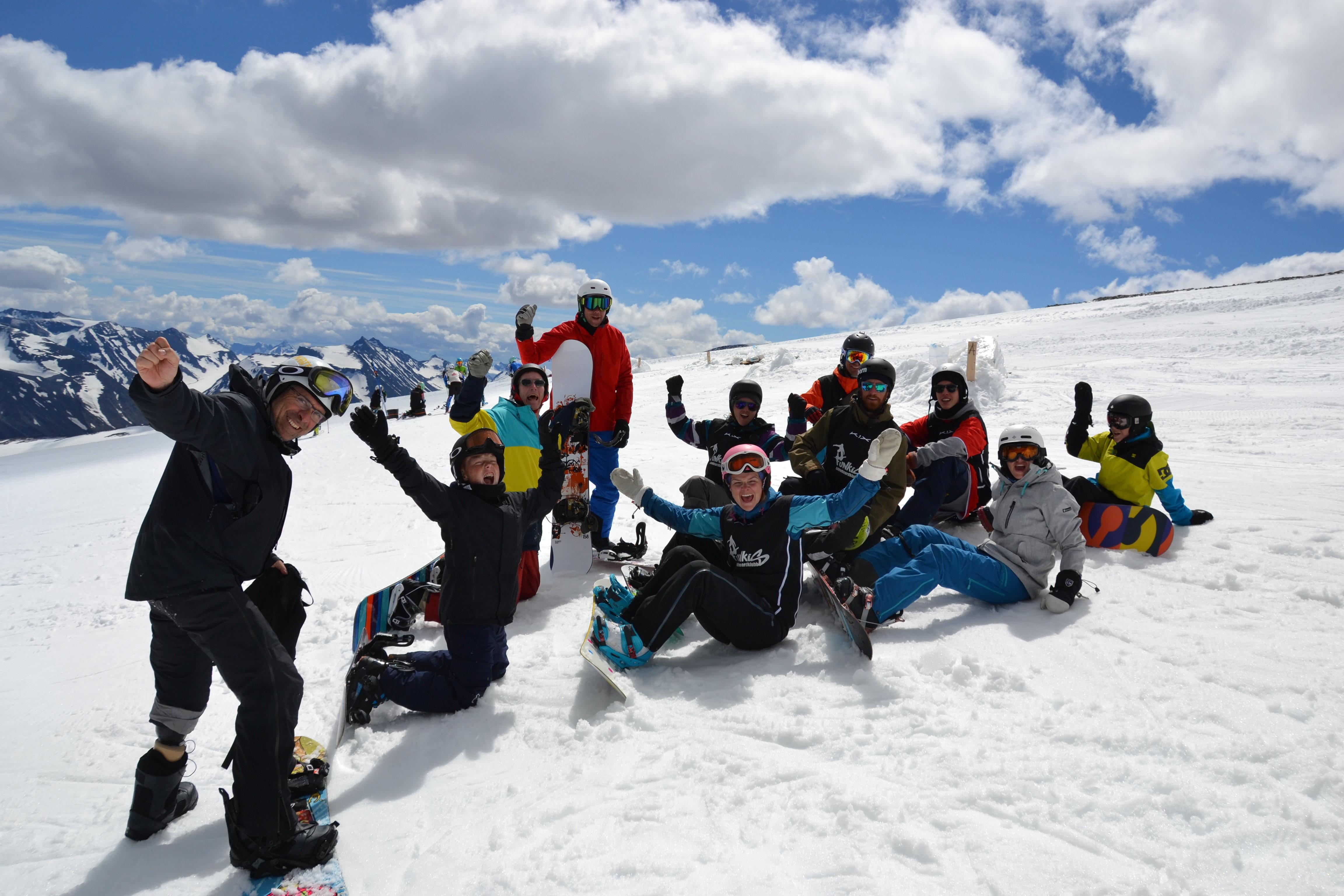 Gruppebilde av medlemmer fra Funkis Snowboardklubb