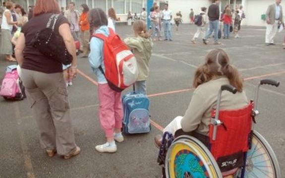 Barn på skoleplass
