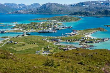 sommarøy oversiktsbilde havneområde havn fiskemottak hotell