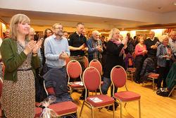 Det ble stående ovasjoner da ØVs årsmøte hørte forslaget om å utnevne Johan Ellingsen til nytt æresmedlem. Foto: Bjarne Røsjø.