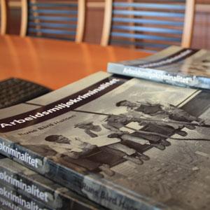 Boken til Rune Bård Hansen, foto av Lillian Nordby Øktner
