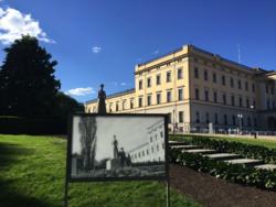 Bildetavlene skal utformes etter mal av tilsvarende tavler som Det Kongelige Slott tidligere har brukt. Foto: Lars Rogstad.