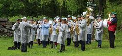 Østre Aker Musikkorps er et fast innslag under minnestundene ved Milorg-bautaen på Sarabråten.