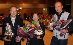Fra venstre: Sigmund Hågvar, Helga Gunnarsdóttir og Espen Bratlie jobbet i mer enn et år med redigeringen av jubileumsboka, som har fått en fantastisk anmeldelse i «Naturen». Foto: Steinar Saghaug.