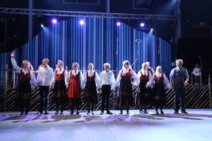 Skjåk Spel-og Dansarlag junior - Lagdans jr - Foto Runhild Heggem