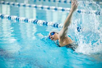 Svømmehall_svømmer