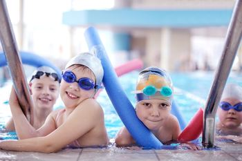 Barn i svømmehall facebook