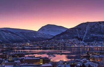 Mot tinden og Tromsdalen