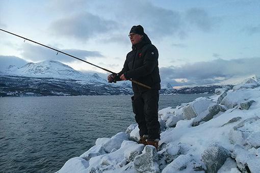 Aass_Morten_paa_fisketur_header