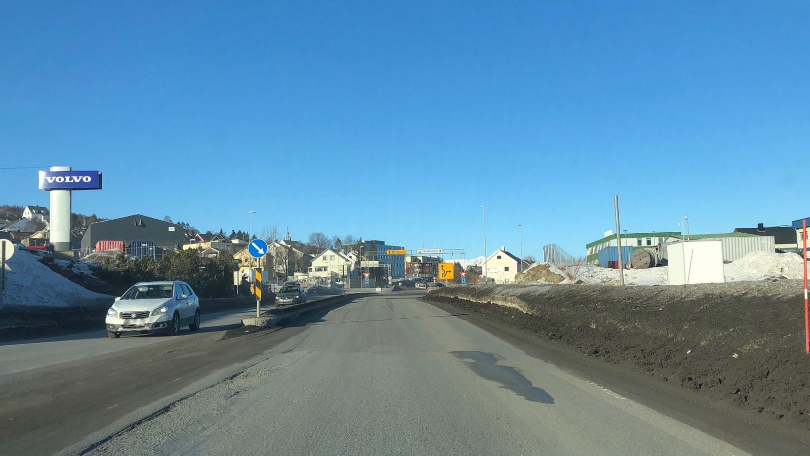 Til høyre ligger målestasjonen for luftkvalitet i Harstad. Foto: Birk Arvola