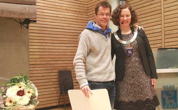 Pål Jakobsen og ordfører Kristin Røymo