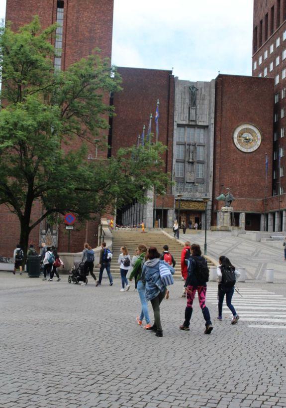 ungdommer og rådhuset