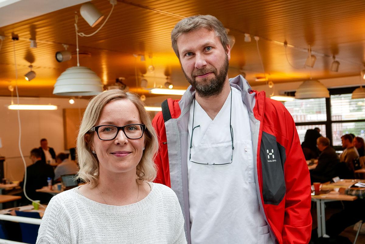 """Hovedtillitsvalgt Christine Strøm Skogstad og assisterende kommuneoverlege Jonas Jan Holte ønsker nye fastleger velkommen til Harstad"""" vspace=""""4"""" hspace=""""6"""" border=""""0""""  align=""""left""""  title=""""Hovedtillitsvalgt Christine Strøm Skogstad og assisterende kommun"""