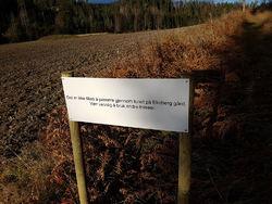 Dette skiltet møter turgåere som vil gå inn i Østmarka via Ekeberg. Foto: Aga Zakoscielna.